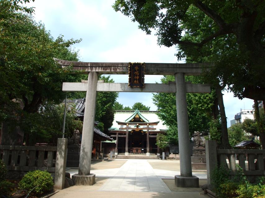 (写真:会場となる牛嶋神社は総桧作りの美しい神社です)