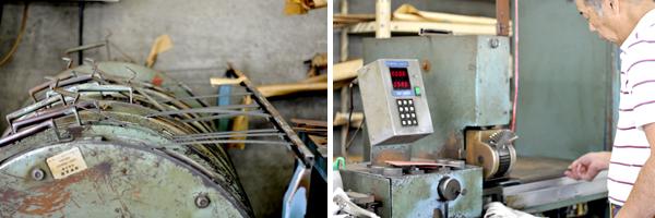 写真左:各種スエーデン鋼のロールが並ぶ。 写真右:この機械は刃型の型紙を乗せると自動的にその周りの長さを割り出し(ピンクの型紙が乗っている)、その長さに刃を切ってくれる。