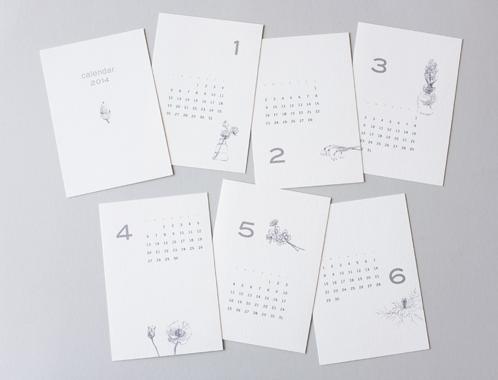(写真:めくるのが楽しみな2014年のカレンダー。個展会場で購入できます。1セット1000円)