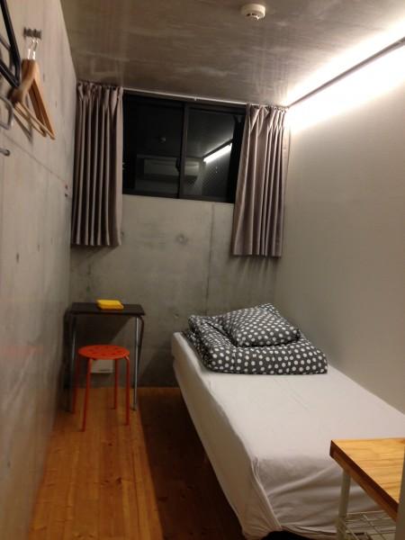 (写真:洋室も3.6畳。無垢材のフローリングが明るい雰囲気だ)