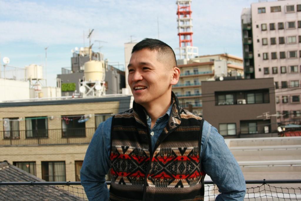 (写真: カンガルーホテルのオーナー、小菅文雄さん。スタッフは現在3名で、日替わり店長スタイルで運営している)
