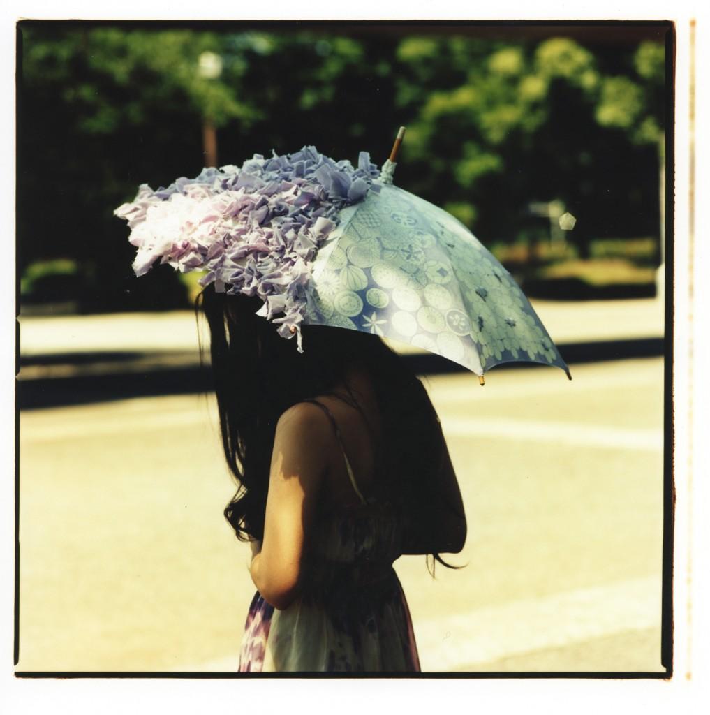 (写真:Coci la elle webサイトより。2010年に発表した日傘)