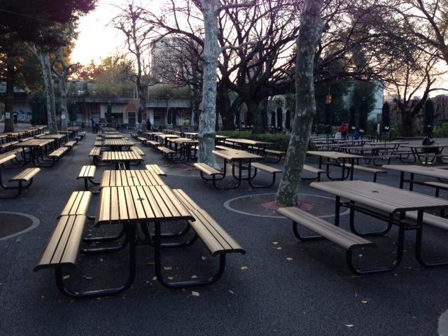東園側休憩スペース。