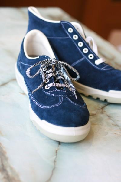 日本で最初のスニーカータイプ安全靴。既成概念を覆した画期的な商品として、安全靴の市場を拡大した