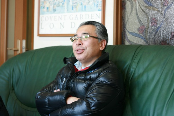 2代目社長の青木稔さん。「家庭で仕事の話をしない」のが結婚した際に作ったルール。ブリティッシュロックやクラシックを聴くのが、リラックス方法