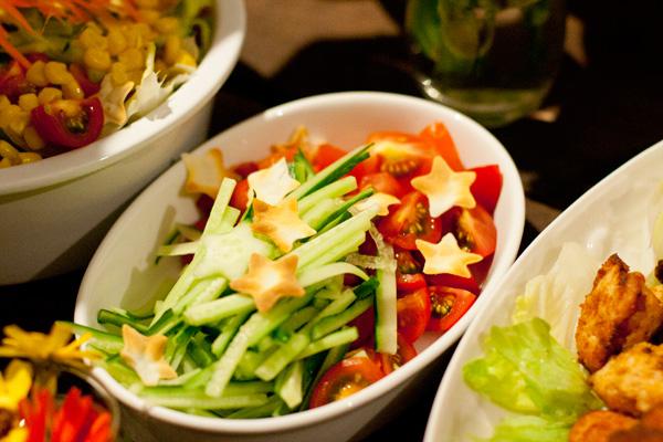 6階食堂パルプンテで提供された食事。6階のメンバーが中心となって開催されている。