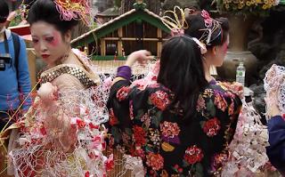 2013年の第一回目「吉原芸術大サービス?線の上で踊る?」の様子②