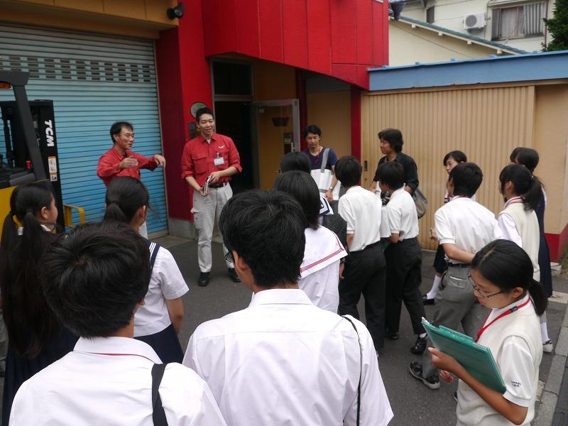 墨田区八広小学校の生徒たちによる町の物作り企業訪問写真