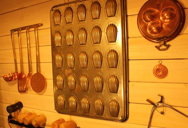 アトリエショップの壁には、調理器具も飾ってあります