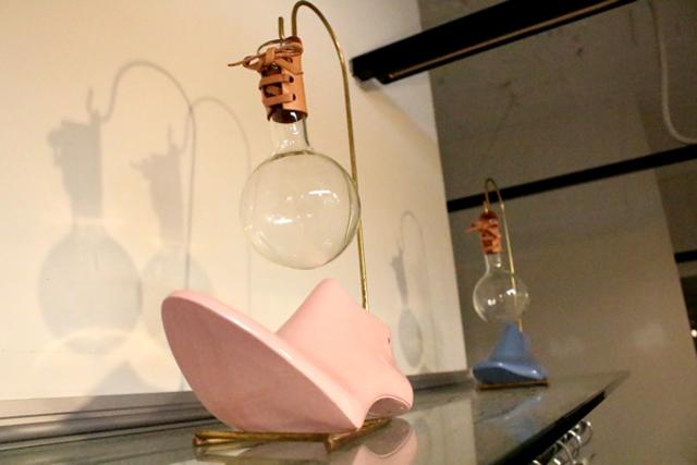【富田興業のショールームで発見!浅草にある靴のメーカー「東京靴研」が木型を利用して作ったオリジナルの一輪挿し】