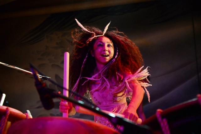 「タヲ太皷倶楽部」を主宰する和太皷バンド「GOCOO」リーダーの淺野香さん(Photo by Macoto Fukuda)