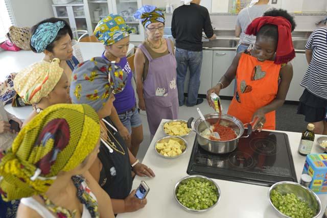 前回のアラカワ・アフリカから。アフリカ料理家のママさんによる料理ワークショップ(写真:Soichi Hayashi)