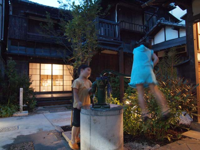 上野桜木あたりの井戸
