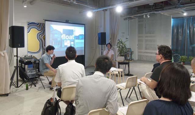シェアアトリエ「float」の説明をする吉川さん。広さ約55平米の建物のなかに縦横無尽に広がる立体空間は、まさに小宇宙!