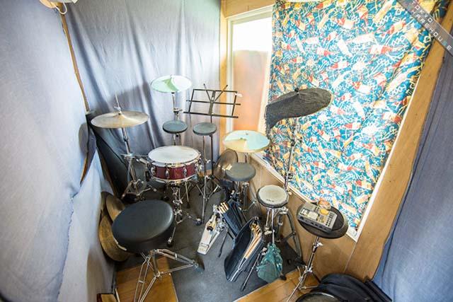 最上階にはドラムの練習室を完備しています(写真:東京シェアハウス)