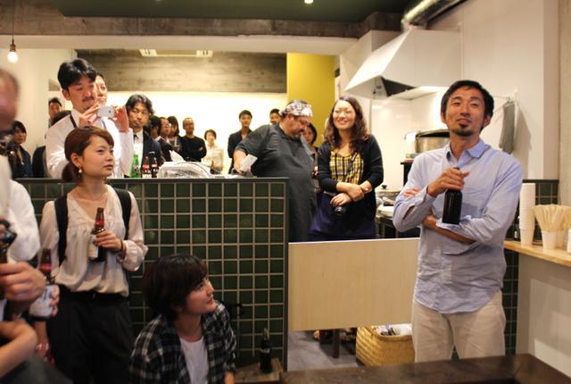 たくさんの人がお祝いに駆けつけたオープニングパーティ。R.project取締役の為末大さんが乾杯の音頭を取りました。