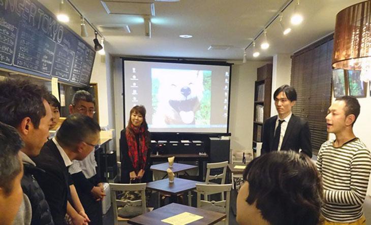 イベント開始前の打ち合わせの様子。写真右端が椎名さん、左側が調さん。