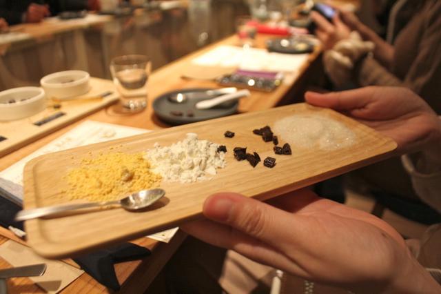一般的なチョコレートに使われる材料。どれが何かわかりますか?