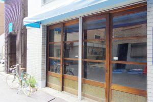1階の外観。広い開口はお店にもオススメ