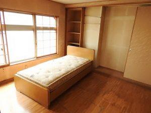 暖かな自然光が室内を満たします