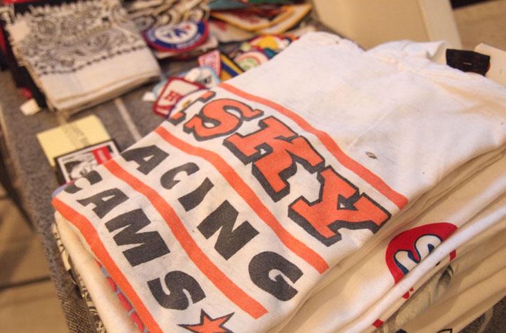 米国の老舗部品メーカー「ISKY」のTシャツ(5292円)など、掘り出しものがいっぱい。商品は随時入れ替えていきます